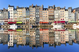 21-06-17-honfleur-waterfront-in-normandy