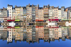 21-06-17-honfleur-waterfront-in-normandy